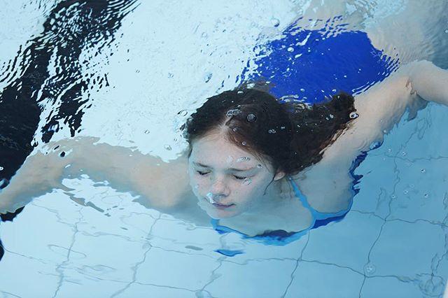 Ngai buradbani bangawarra darral bugi / I feel weightless when I swim ⠀ ⠀ Taryn, 12, is a keen waterpolo player and takes every opportunity to swim at the Ashfield Pool.⠀ ⠀ #portraits_talp #bethlehemcollege #sydneylanguage #talp_sarahrhodes #talkourlanguage #storiestoldbythenewgeneration