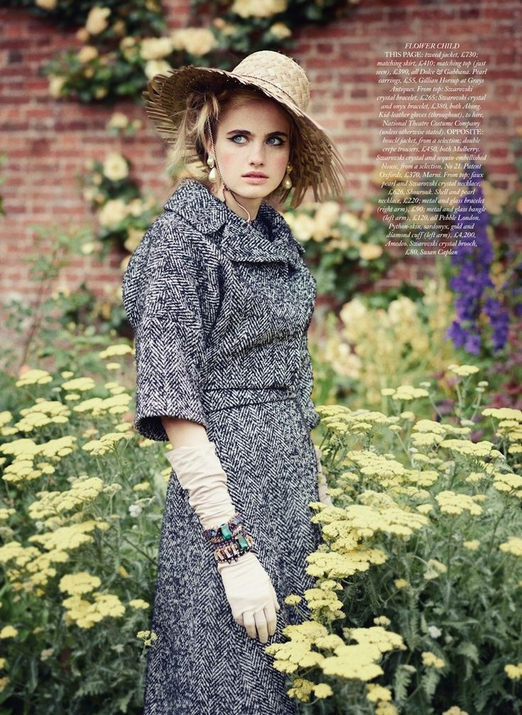 2013-10 Harpers Bazaar UK - Inside 1.jpg