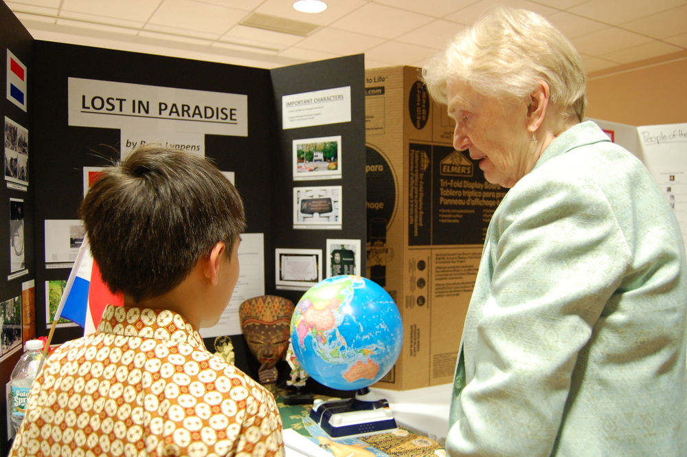 Junior High School Project author discussing work with Kendal resident