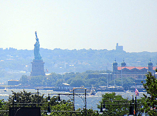 Statue of Liberty from High Line.jpg