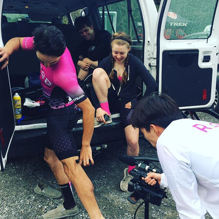 Team hair maintenance (courtesy @browncycling)