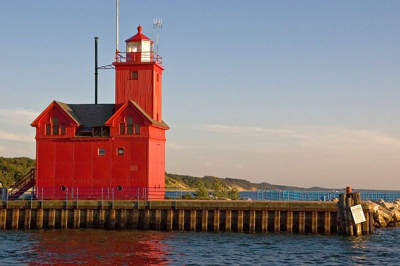 Photo credit:  http://lighthouse-news.com/2008/06/20/holland-harbor-lighthouse-has-new-owners/