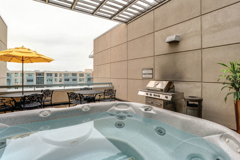 ROOF TOP TERRACE, JACUZZI