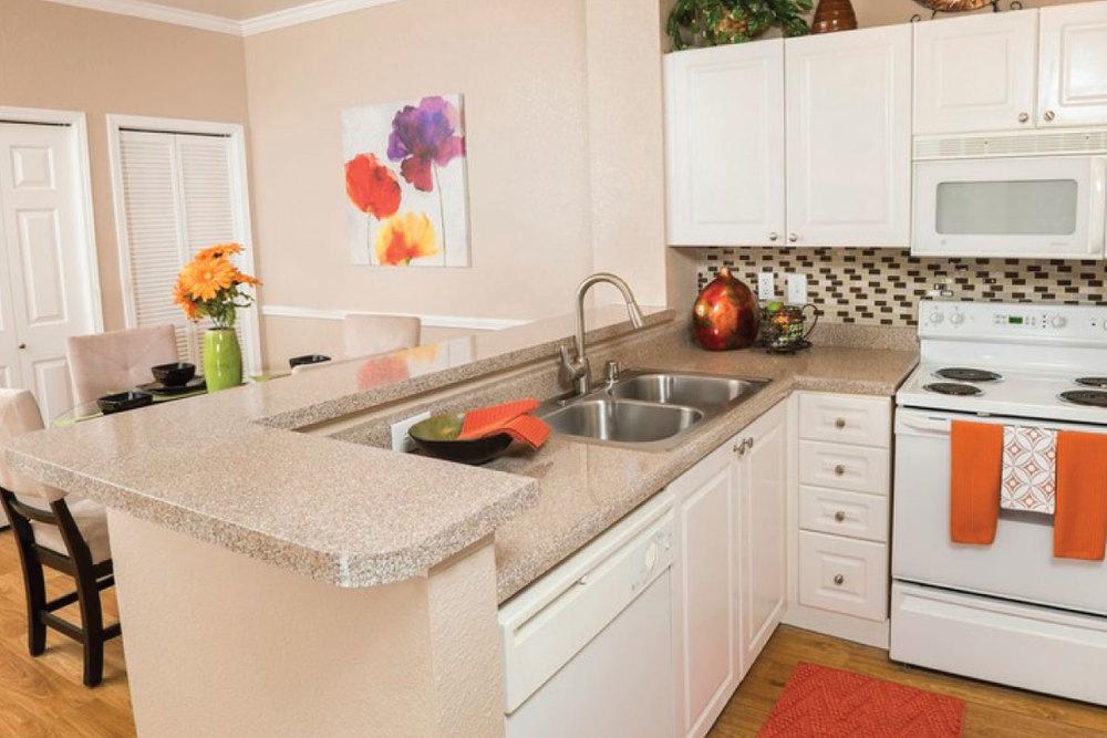 Crescent-Cove-Lakepoint-kitchen2.jpg