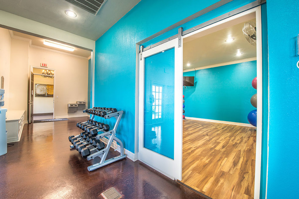 WEIGHTS AND YOGA STUDIO