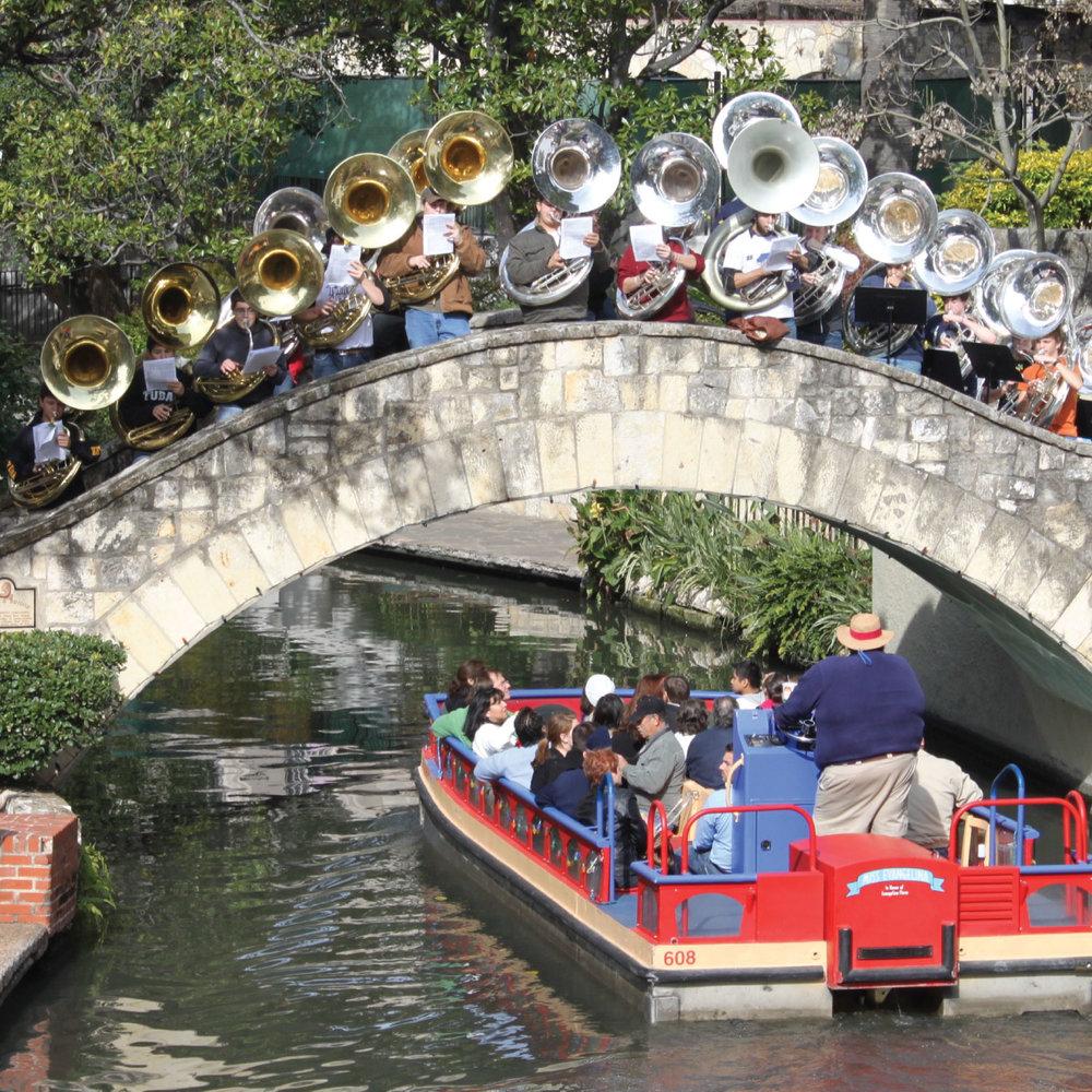 San-Antonio-Riverwalk-bridge-tuba-players.jpg