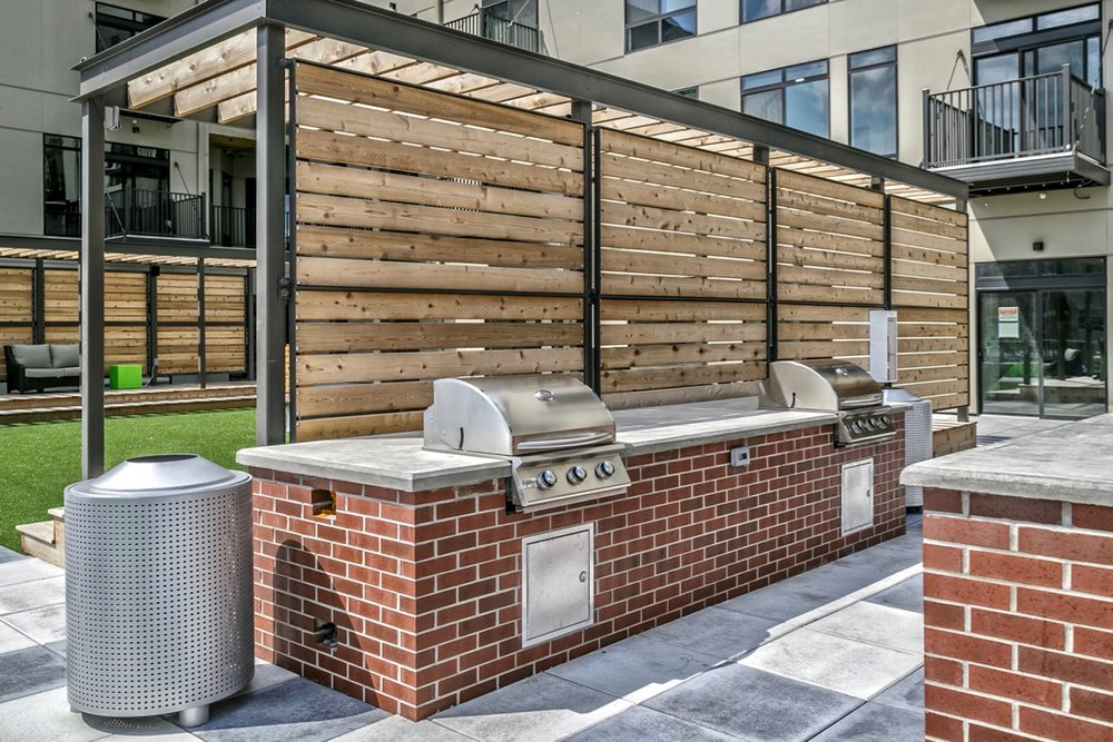Outdoor Kitchen & Grilling Area