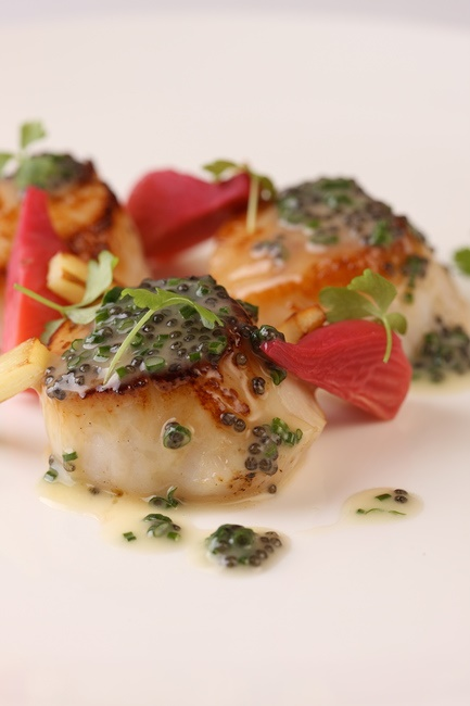 Scallops-with-caviar-beurre-blanc.jpg