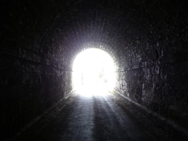 tunnel-1181821-640x480.jpg
