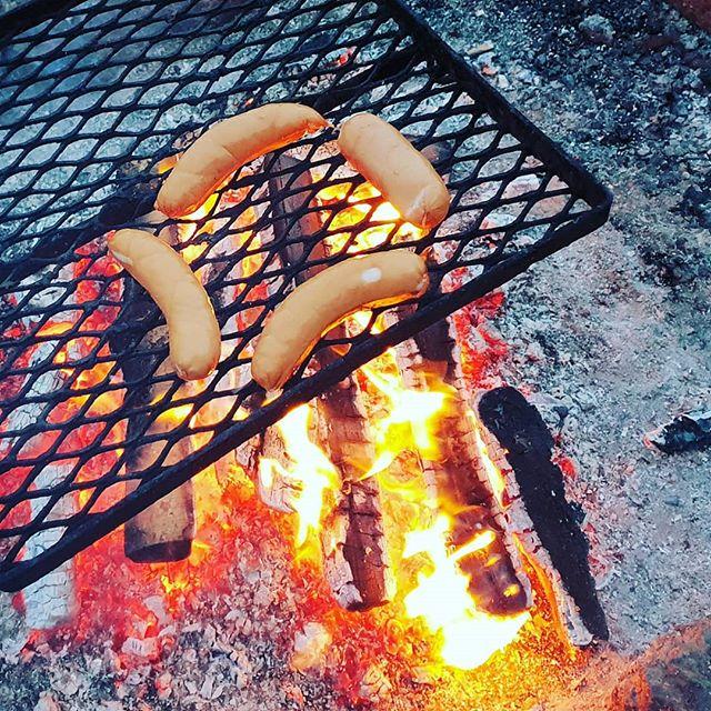 Terveysruokaa viikonlopulta.  #flashback #weekend #sports #outdoor #freetime #fireplace #sausage #foodphotography #foodporn #photography #photoshoot #shotwithsamsung #s9plus #köyliönjärvi #köyliö