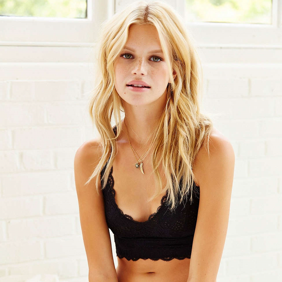 womens scalloped lace bralette crop in black