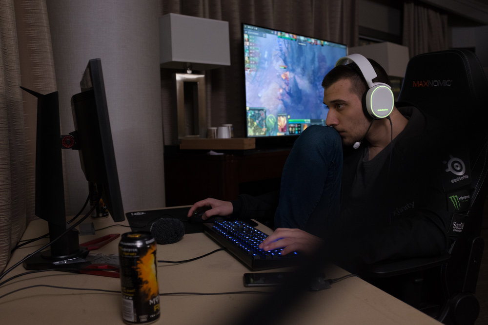 """12/9/16 – Boston, MA – Artour """"Arteezy"""" Babaev plays a round for fun from his hotel room following the first day of competition during the DOTA 2 Boston Major competition in the Wang Theater in Boston, Mass., on Friday, Dec. 9, 2016. (Photo by Nicholas Pfosi)"""
