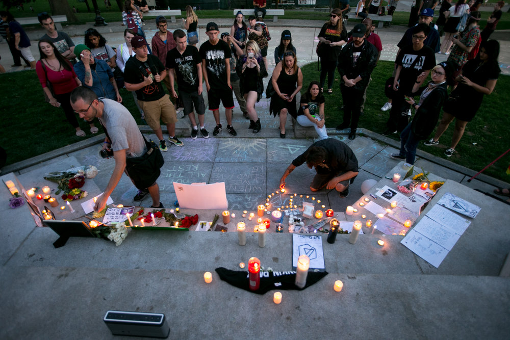 Boston, MA - 7/30/17 - Candles are lit during a fan-created memorial for the late Chester Bennington, the lead singer of the popular punk band Linkin Park, at the Boston Common on Sunday, July 30, 2017. The week prior Bennington was found to have killed himself. (Nicholas Pfosi for The Boston Globe) Topic: 31nameschester