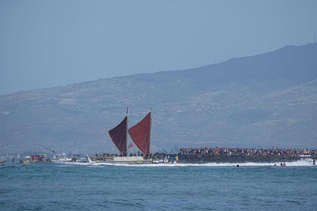 What a sight today as @hokuleawwv came home to Hawaii!