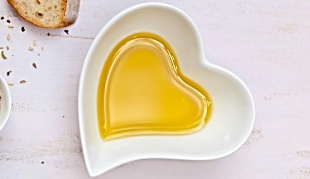 heart-olive-oil-628x363-TS-163749176.jpg