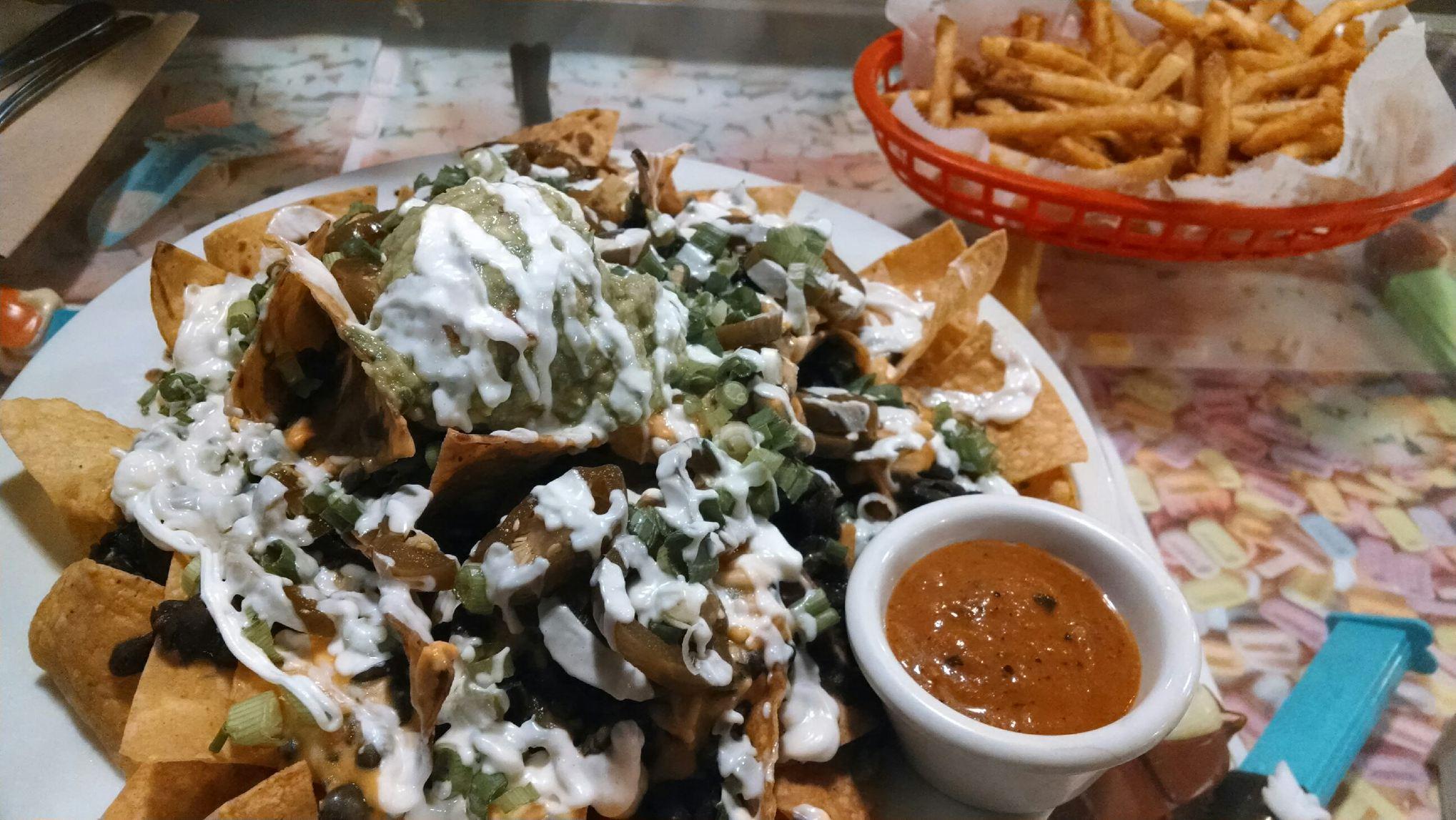 saturn diner nachos