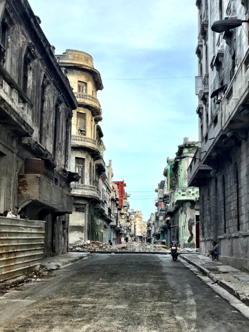 A standard street in Old Habana