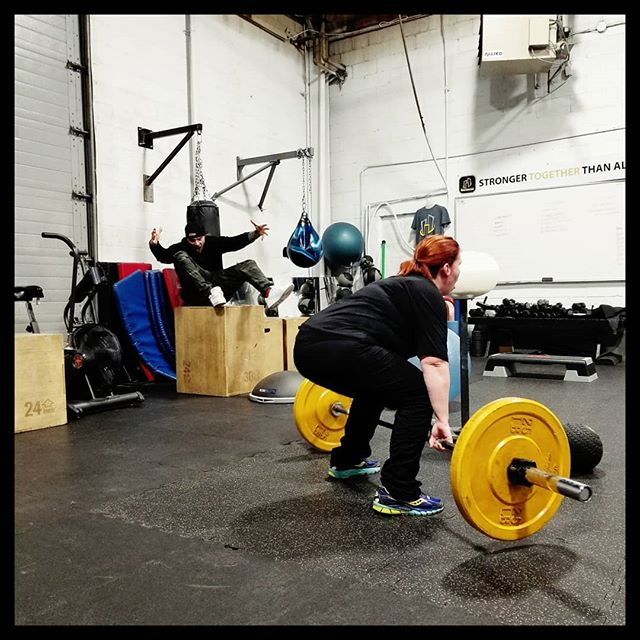 #Hooligal Tina smashing out some deadlifts on a Wednesday! ...and of course coach @lukas_nietsch cheering her on 👌😎