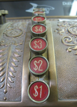 old-cash-register-1236853-639x880r2.jpg