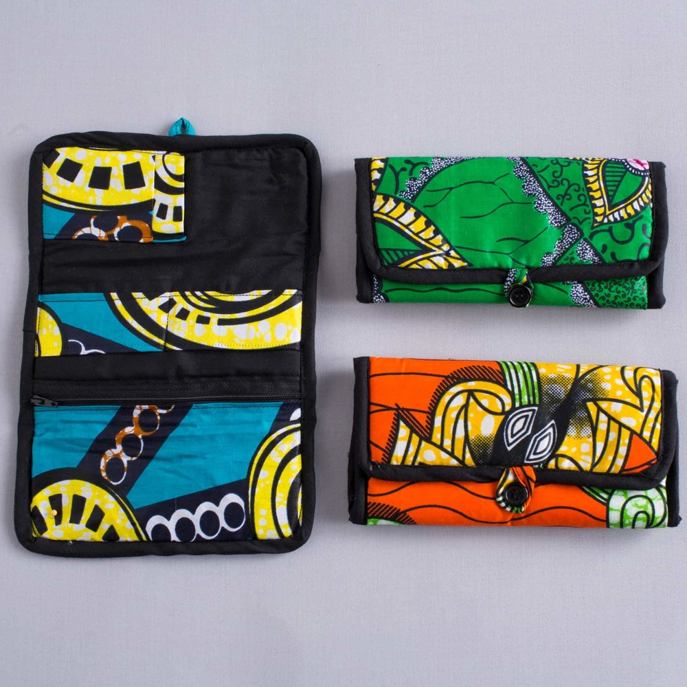 button closure wallets