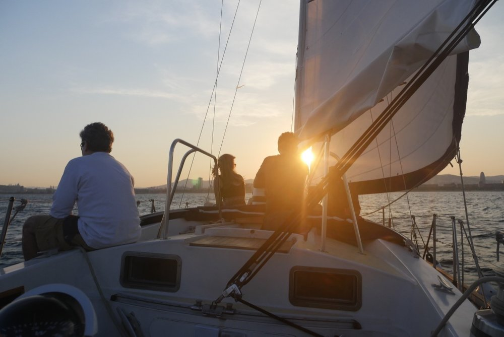 sunset sailing tour barcelona.jpg