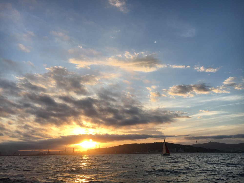sunset sailing barcelona.jpg