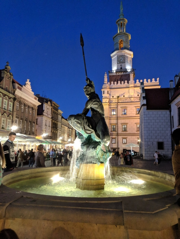 poznan_statue.jpg