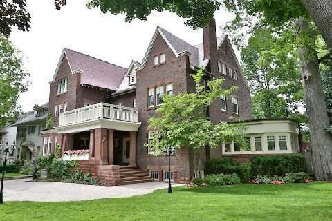 Michael Kavluk: Broker and Real Estate Appraisals in The Annex Neighborhood of Toronto