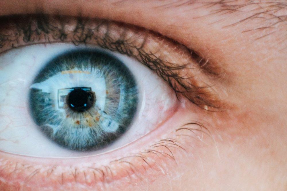 blue-close-up-eye-685526.jpg