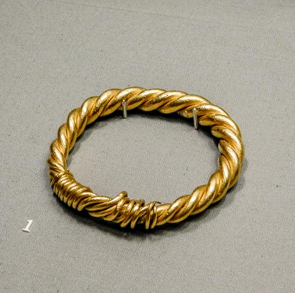 Bijoux en or exposé au Musée Irlandais d'Archéologie