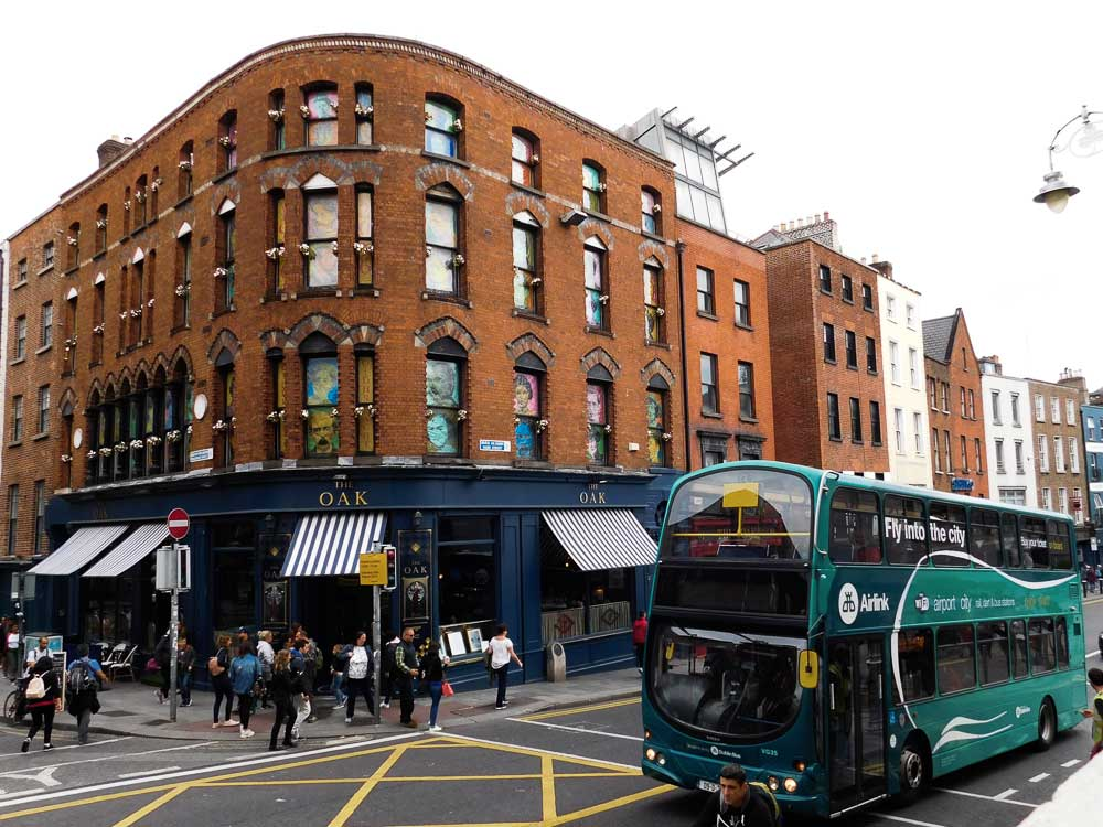 Bus Airlink travelling from Dublin airport to the city centre