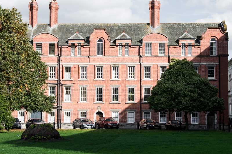 Se promener dans les allées de Trinity College à Dublin