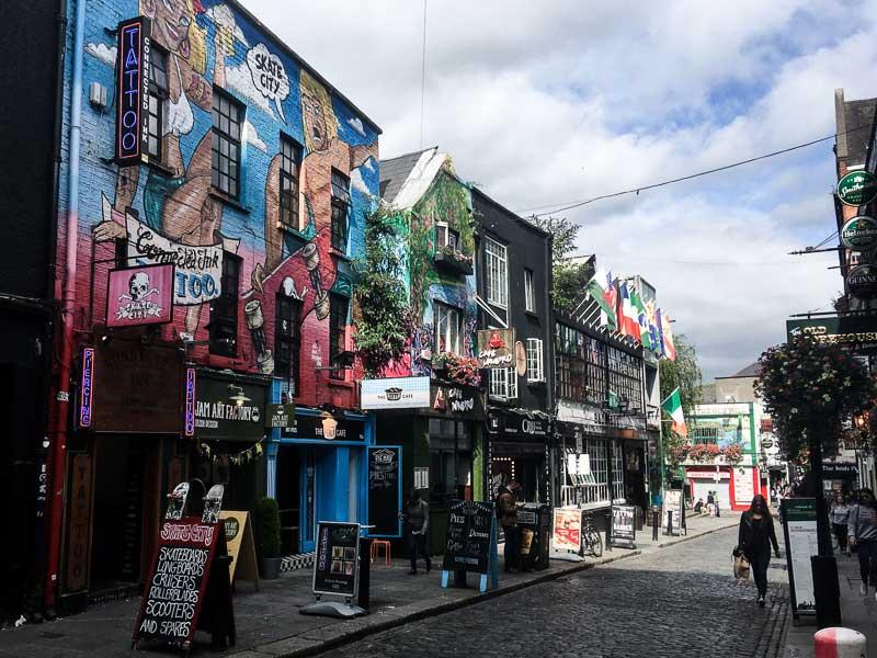 Rue colorée de Temple Bar à Dublin