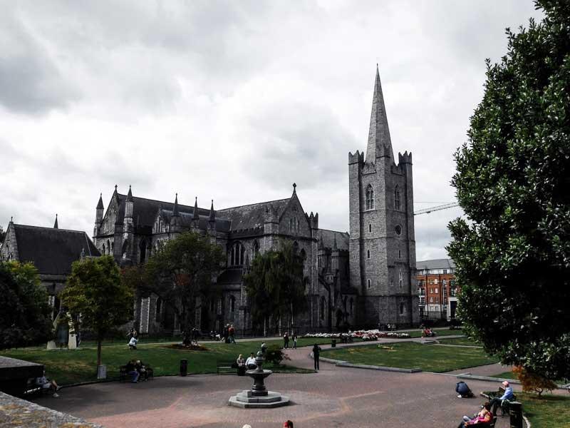 La cathédrale Saint Patrick et le parc St Patrick à Dublin