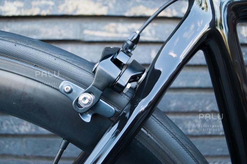 Palu-Pb002-Dedacciai-Carbon-Fibre-3k-Italian-Hand-Made-In-Italy-Custom-Hand-Tailored-Frame-Shimano-Ultegra-Di2-Groupset-Equinox-Wheelset-Carbon-Fibre-Rims-Spokes-Fizik-Arione-Braided-Saddle-London-black-04.jpg