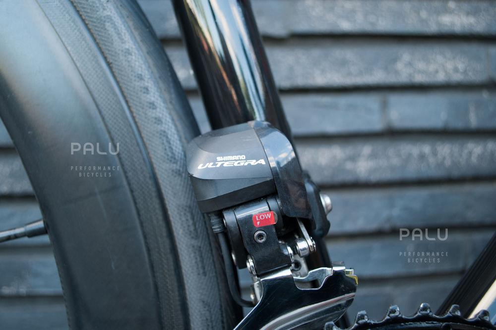 Palu-Pb002-Dedacciai-Carbon-Fibre-3k-Italian-Hand-Made-In-Italy-Custom-Hand-Tailored-Frame-Shimano-Ultegra-Di2-Groupset-Equinox-Wheelset-Carbon-Fibre-Rims-Spokes-Fizik-Arione-Braided-Saddle-London-black-05.jpg