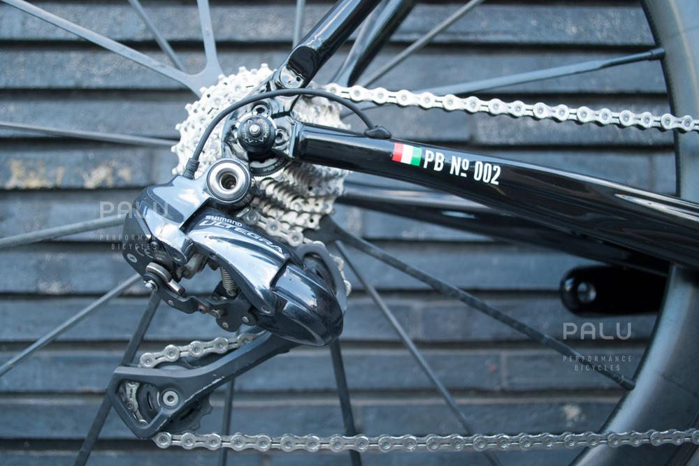 Palu-Pb002-Dedacciai-Carbon-Fibre-3k-Italian-Hand-Made-In-Italy-Custom-Hand-Tailored-Frame-Shimano-Ultegra-Di2-Groupset-Equinox-Wheelset-Carbon-Fibre-Rims-Spokes-Fizik-Arione-Braided-Saddle-London-black-07.jpg