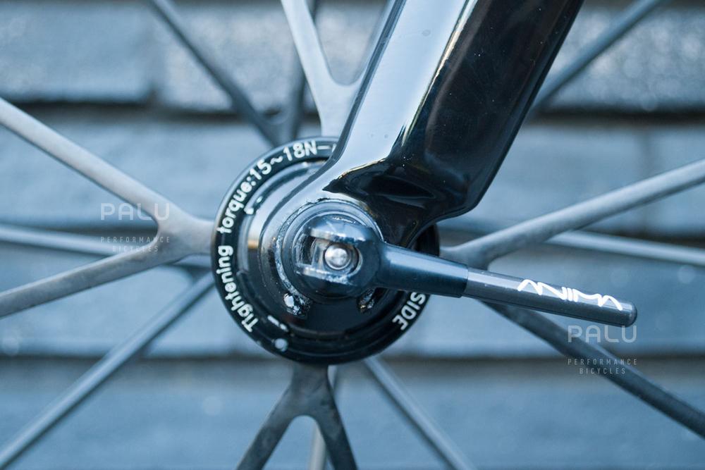 Palu-Pb002-Dedacciai-Carbon-Fibre-3k-Italian-Hand-Made-In-Italy-Custom-Hand-Tailored-Frame-Shimano-Ultegra-Di2-Groupset-Equinox-Wheelset-Carbon-Fibre-Rims-Spokes-Fizik-Arione-Braided-Saddle-London-black-10.jpg