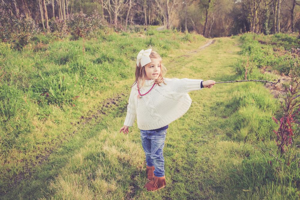 Laço  Ponytail  - Camisola capa de malha e colar  MO  - Camisola azul  Lanidor  - Jeans Levi´s na  Spartoo  - Botas  H&M .
