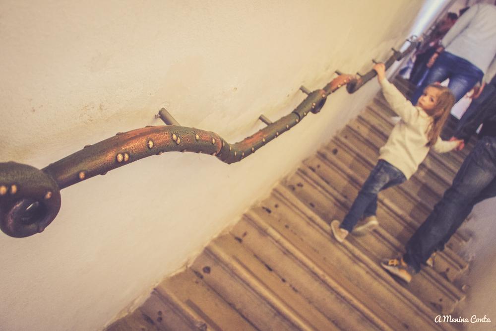 Detalhe do corrimão na escadaria do palácio.