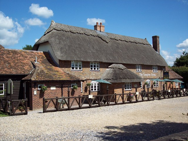 The_Langton_Arms,_Tarrant_Monkton_-_geograph.org.uk_-_449470.jpg