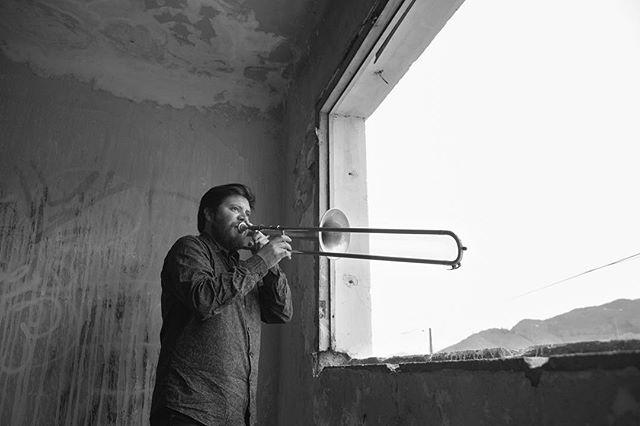 """Ya está disponible """"La estación"""", el disco debut del trombonista porteño José Moraga. Disponible en CD y todas las plataformas digitales #spotify #applemusic #youtubemusic #trombon #newmusic #chile #valparaiso #2018 fotos y arte @dagoulloamusicphoto"""