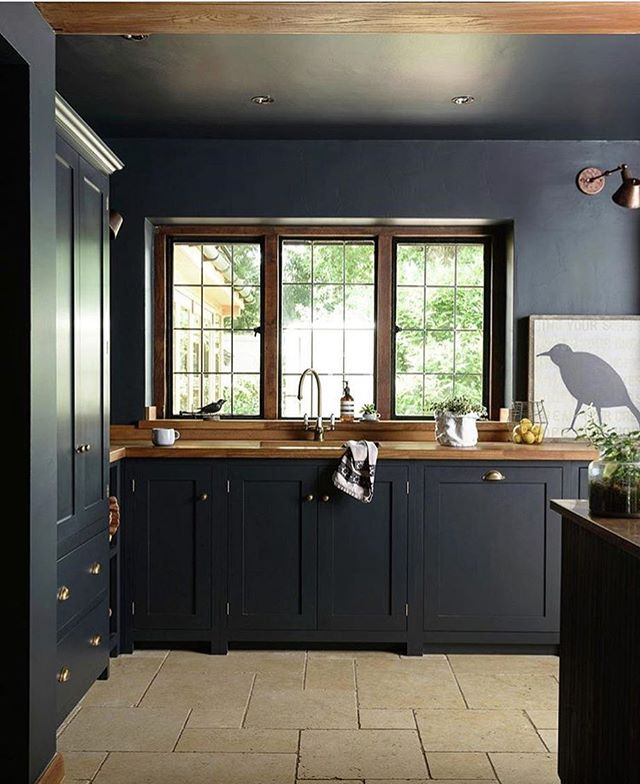 Beautiful kitchen by @devolkitchens 👌 We also like the stone floor with different sized tiles!
