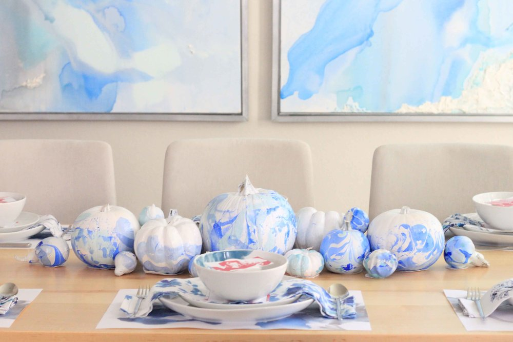 marbled pumpkin chinoiserie table setting thanksgiving DIY table decor tutorial (charisma shah)