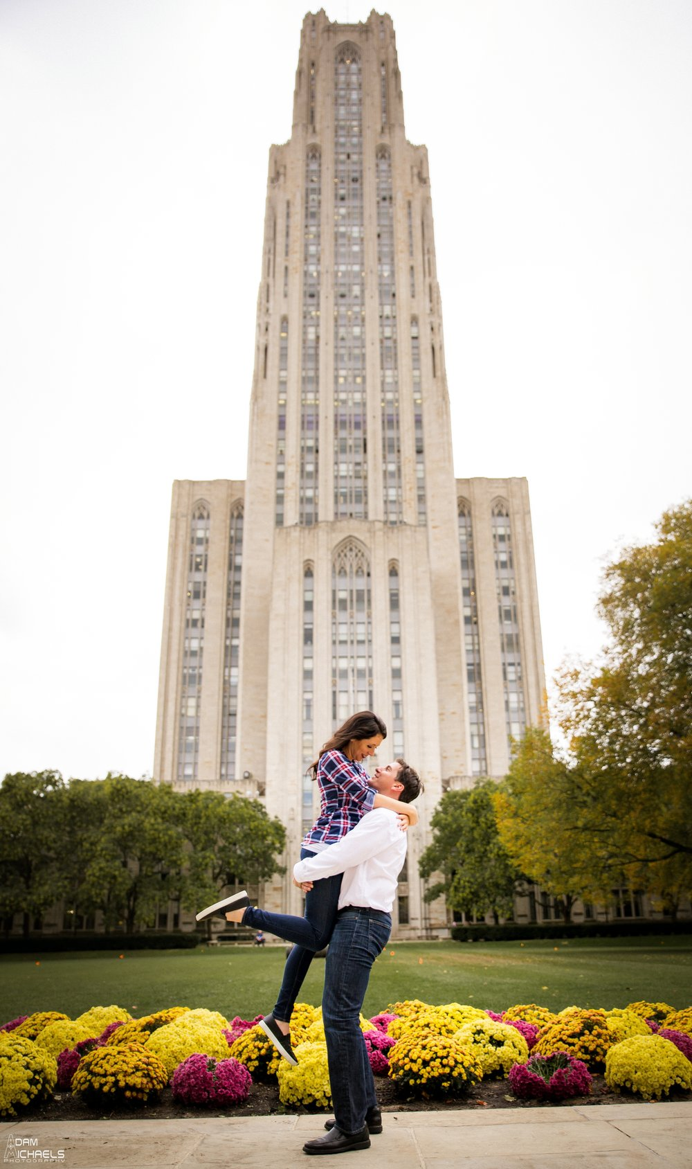Pitt Cathedral of Learning Engagement Pictures_0920.jpg