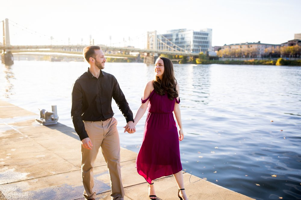 Downtown Pittsburgh Fall Engagement Pictures_1469.jpg