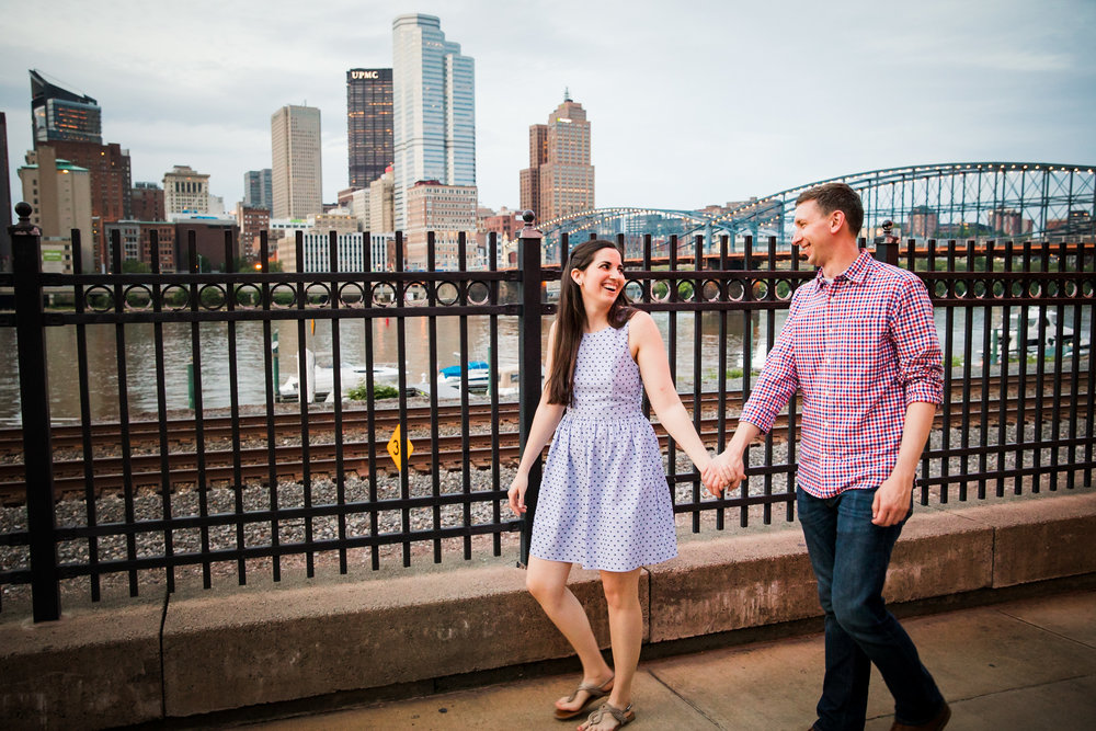 Station Square Duquesne Incline Wedding Engagement Picture locations-11.jpg