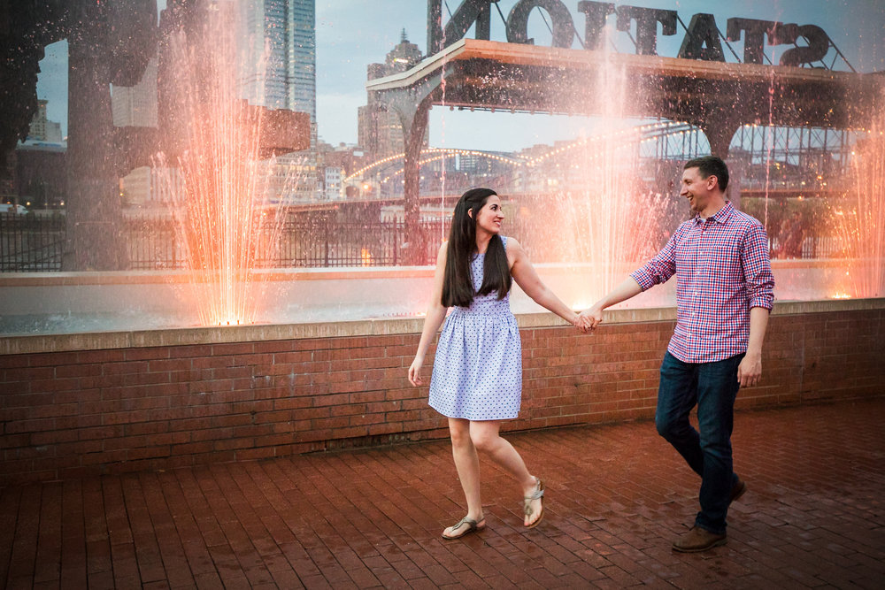 Station Square Duquesne Incline Wedding Engagement Picture locations-15.jpg