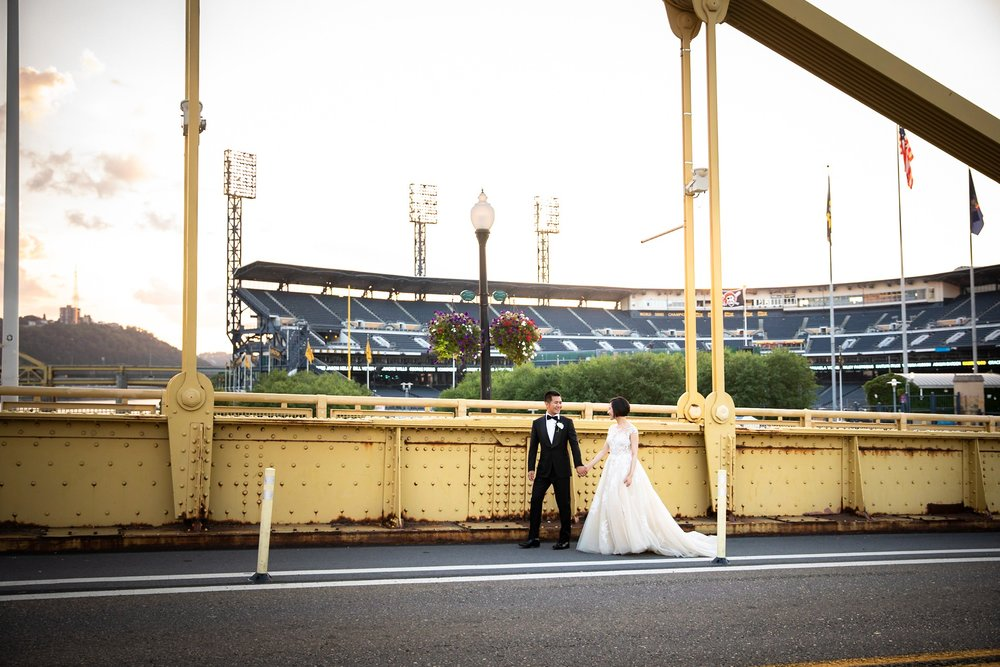 Clemente Bridge Pittsburgh Wedding Pictures_2568.jpg