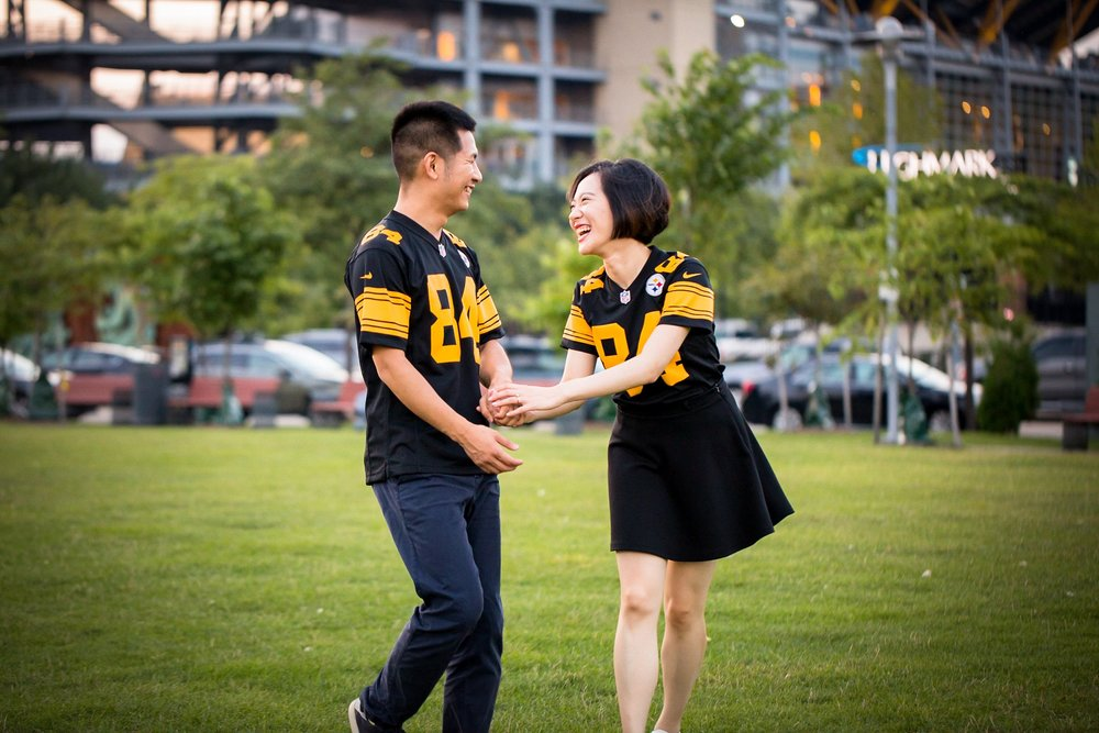 Heinz Field Pittsburgh Engagement Pictures_2576.jpg